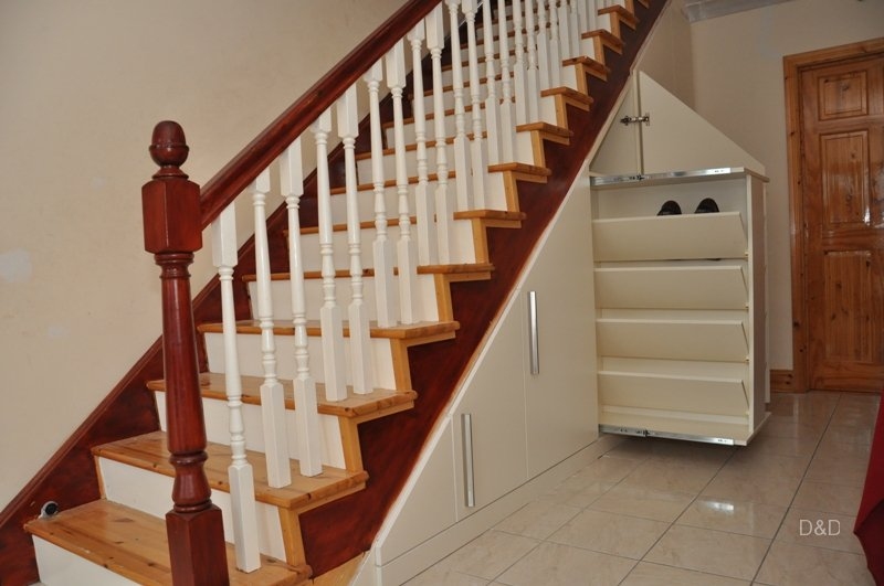optimized-for-space-under-the-stairs-with-a-retractable-shelf-for-shoes