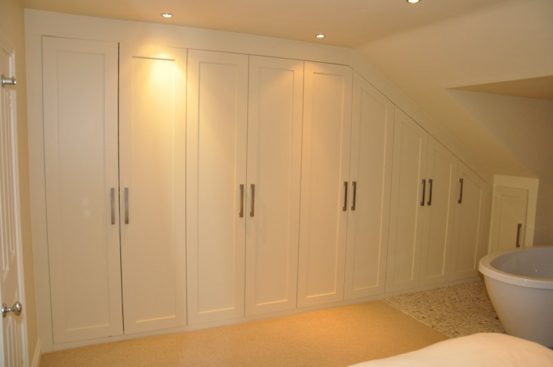 Spray-painted-bespoke-wardrobe