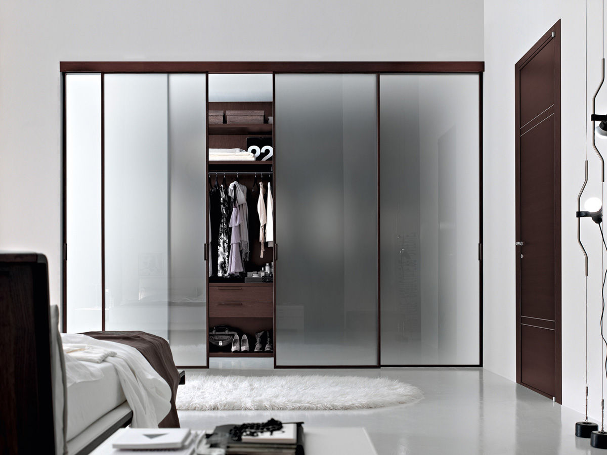 closet-and-wardrobe-designs-gorgeous-ultra-modern-tempered-glass-stikla-sliding-doors-by-door-2000-for-modern-walk-in-wardrobe-closet-design-fancy-dream-home-interior-walk-in-closet-designs